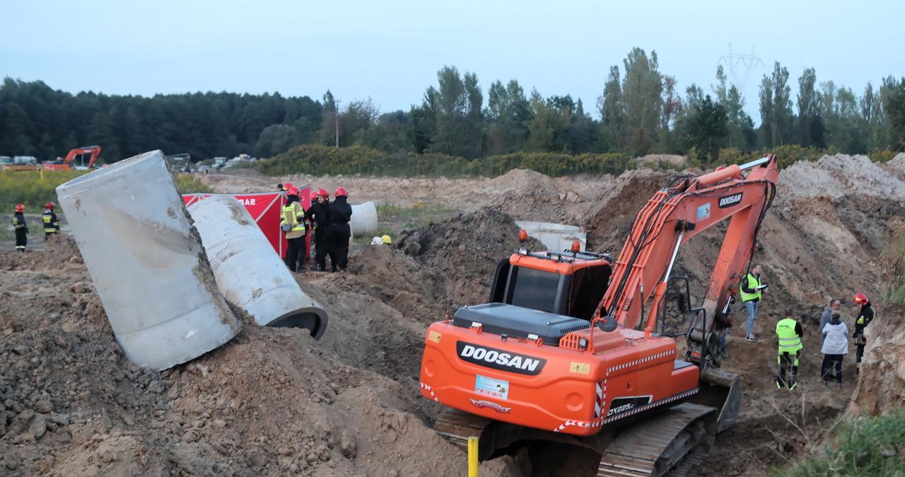Tragiczny wypadek w Łodzi. 3 osoby przysypane w wykopie