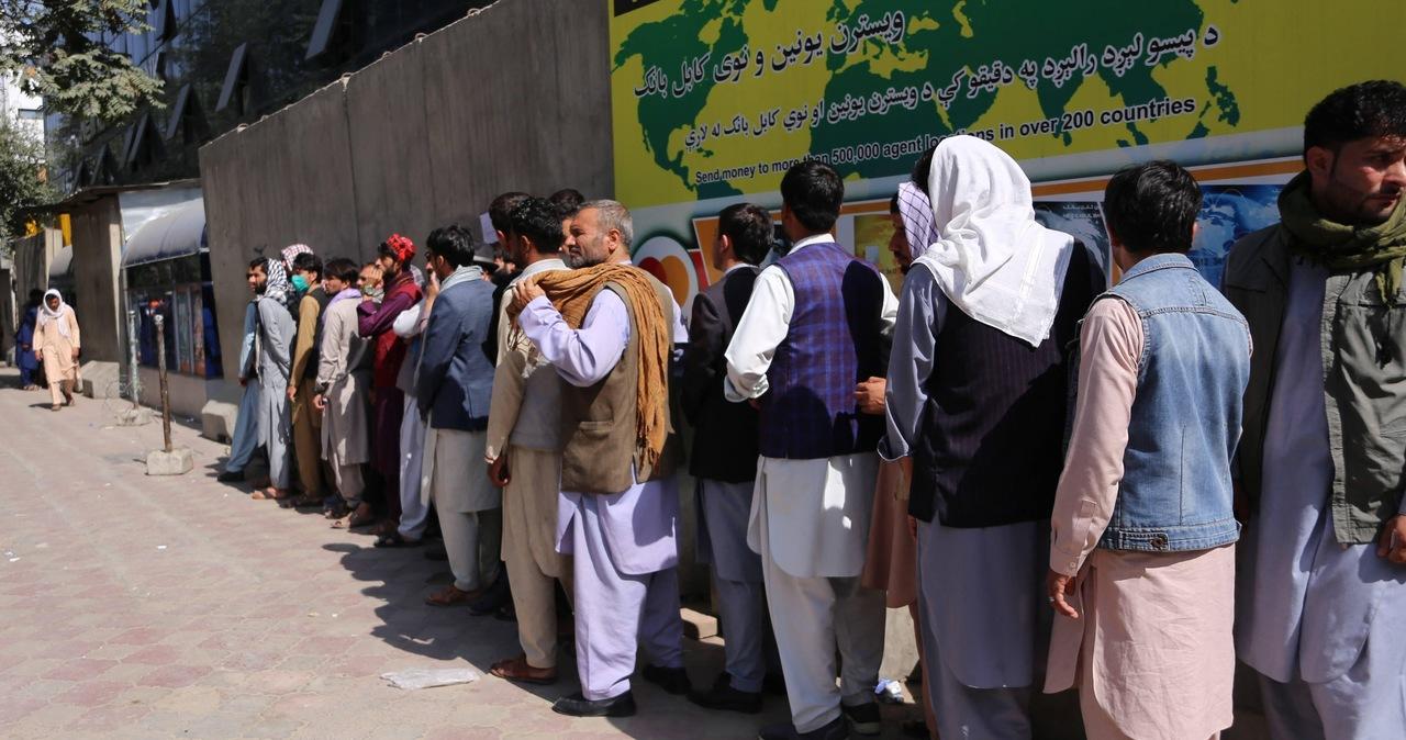 """Afganistan: Klienci banków panikują, branża finansowa w """"uścisku kryzysu"""""""