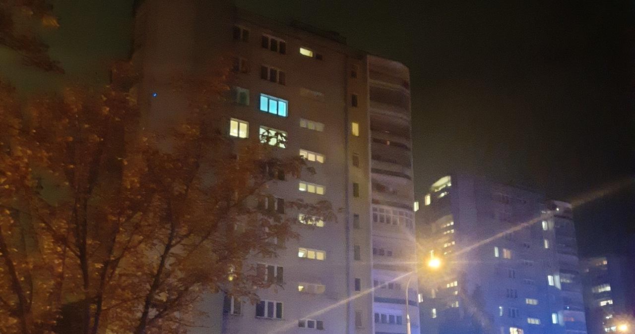 Ewakuacja bloku w Krakowie. Na miejscu są saperzy