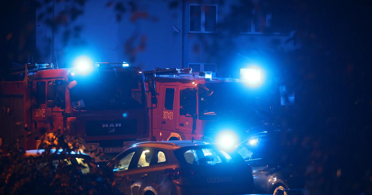 Skład broni w krakowskim bloku. Policja zakończyła prace