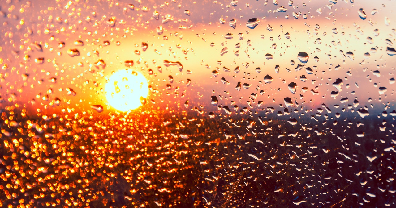Przelotne opady deszczu na wschodzie, rozpogodzenia na zachodzie [PROGNOZA POGODY]