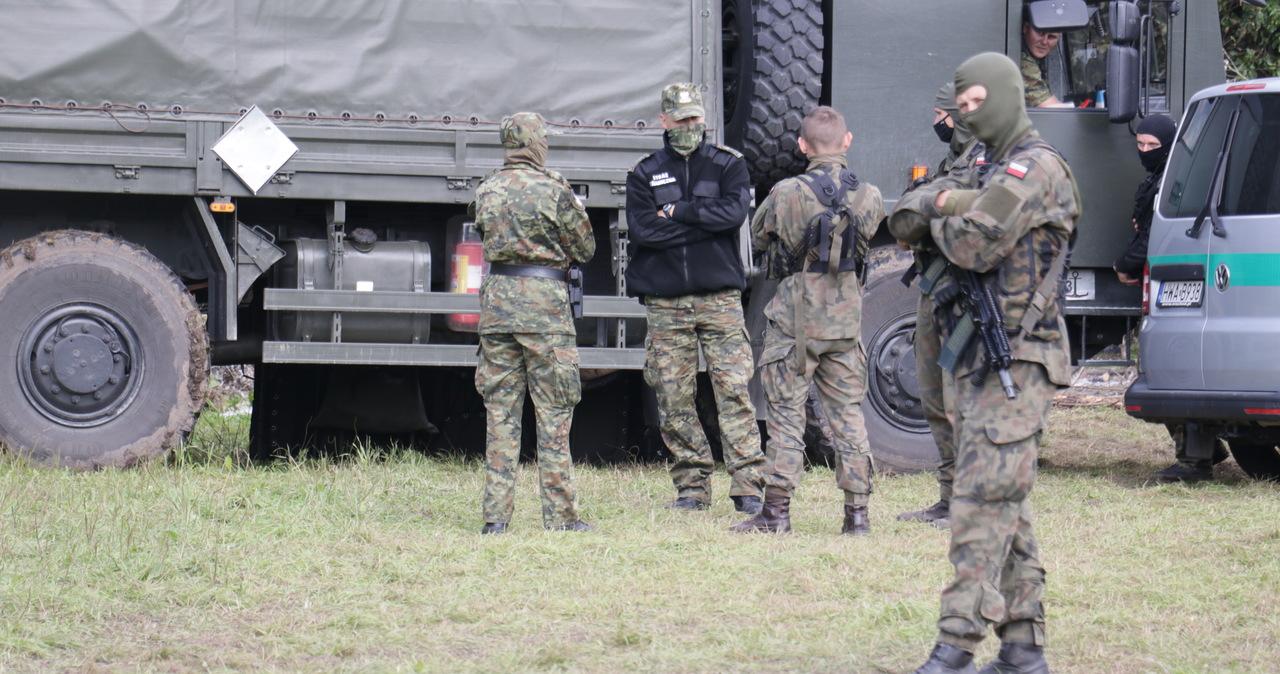 Nielegalne przekraczanie granicy. Prokuratura zbada rzeczy znalezione przy migrantach