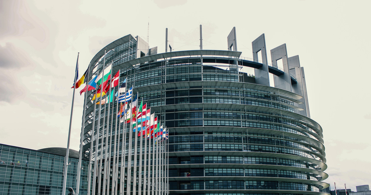 W PE odbędzie się debata na temat opóźnionych KPO Polski i Węgier