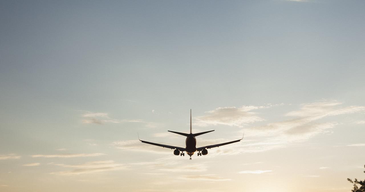 KE zobowiązała linie lotnicze do szybkiego zwrotu pieniędzy za anulowane loty