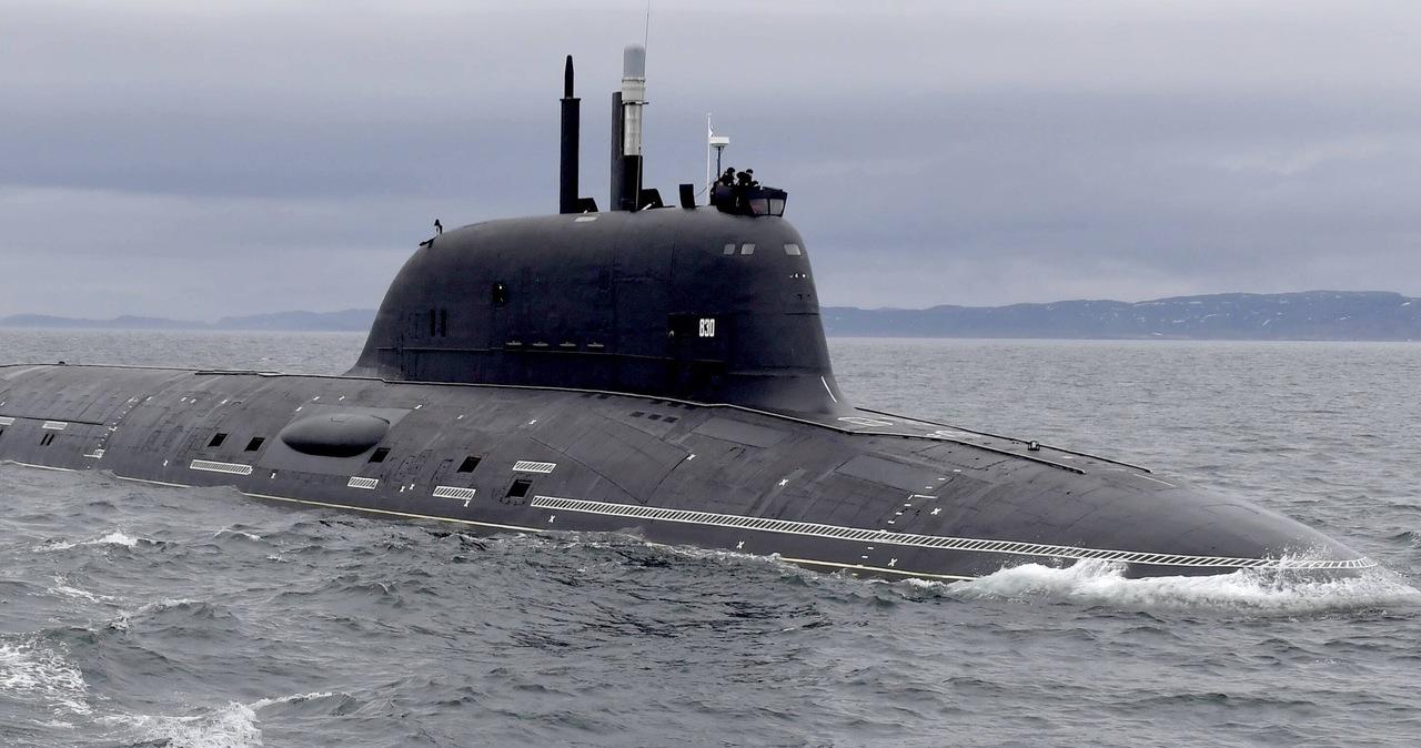 Okręt podwodny o napędzie atomowym zderzył się z nieznanym obiektem
