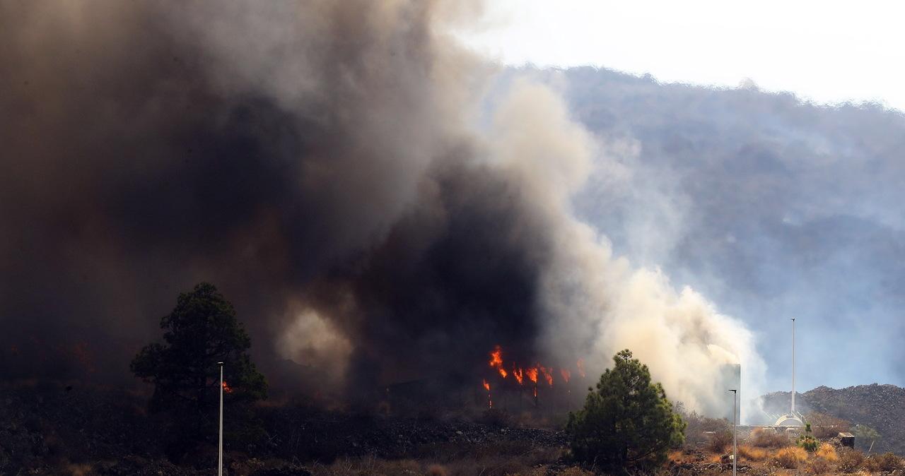 Lawa wpłynęła na teren fabryki chemicznej na La Palma. 3 tys. ewakuowanych