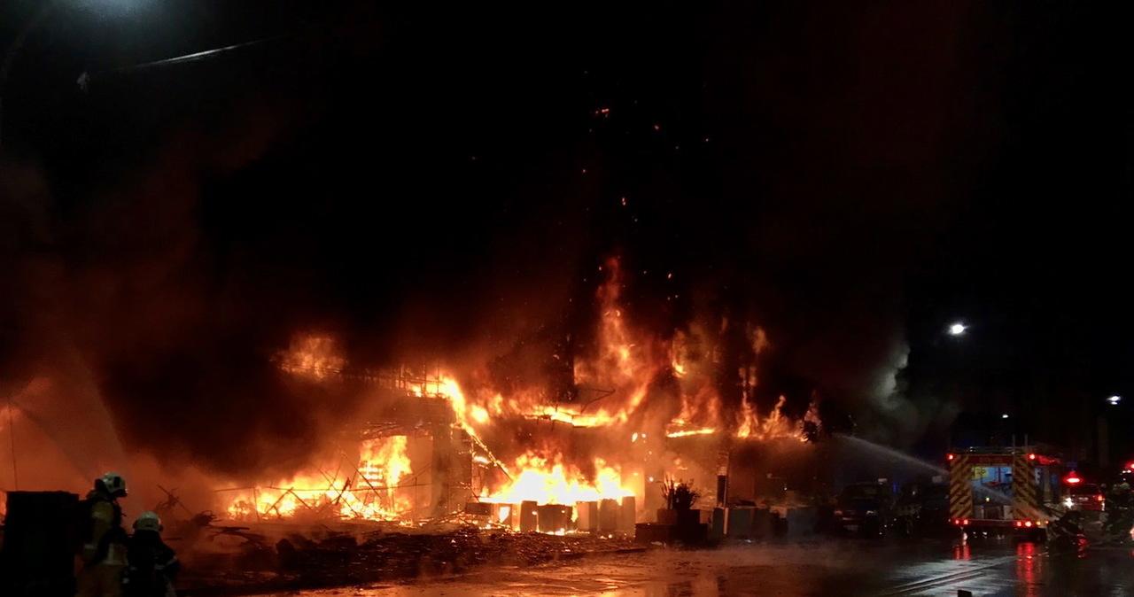 Tajwan: Pożar 13-piętrowego budynku. Mogło zginąć nawet 40 osób