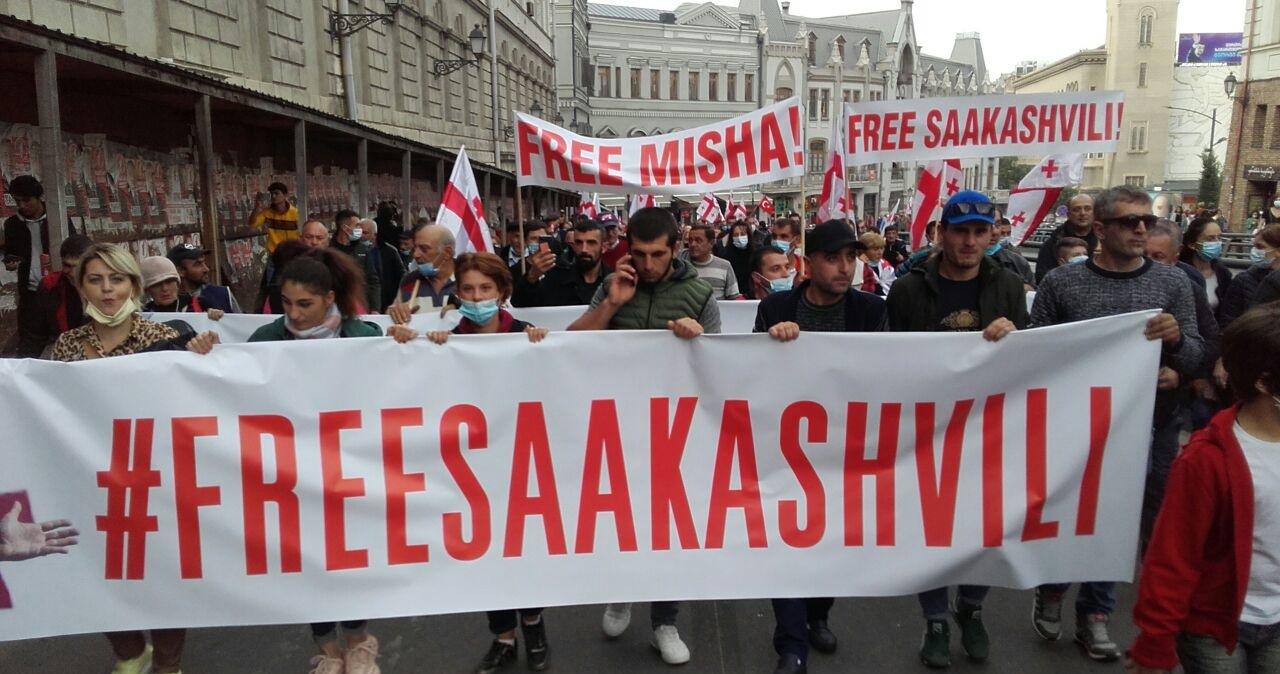 Dziesiątki tysięcy ludzi domagają się uwolnienia Saakaszwilego w Tibilisi
